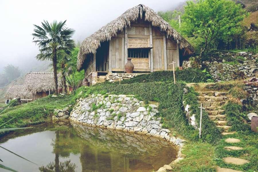 Hmong Mountain Retreat nằm độc lập với các vùng xung quanh Tavan Ecologic Homestay trung tâm thị trấn Sapa